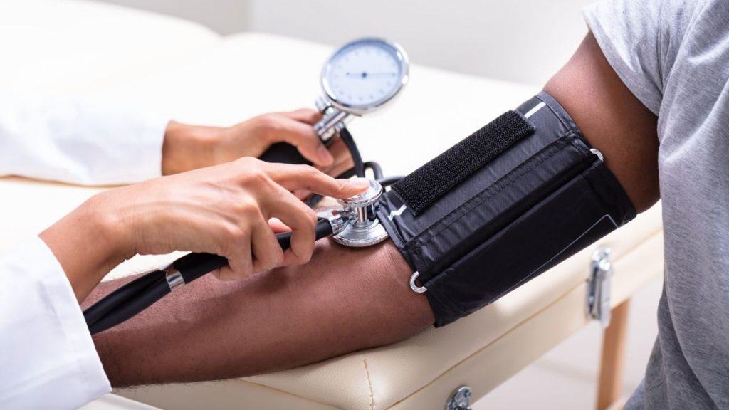اندازه گیری فشار خون بالا