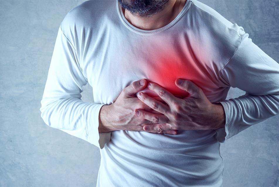 چگونه علائم حمله قلبی را تشخیص دهیم و چه کاری باید انجام دهیم؟