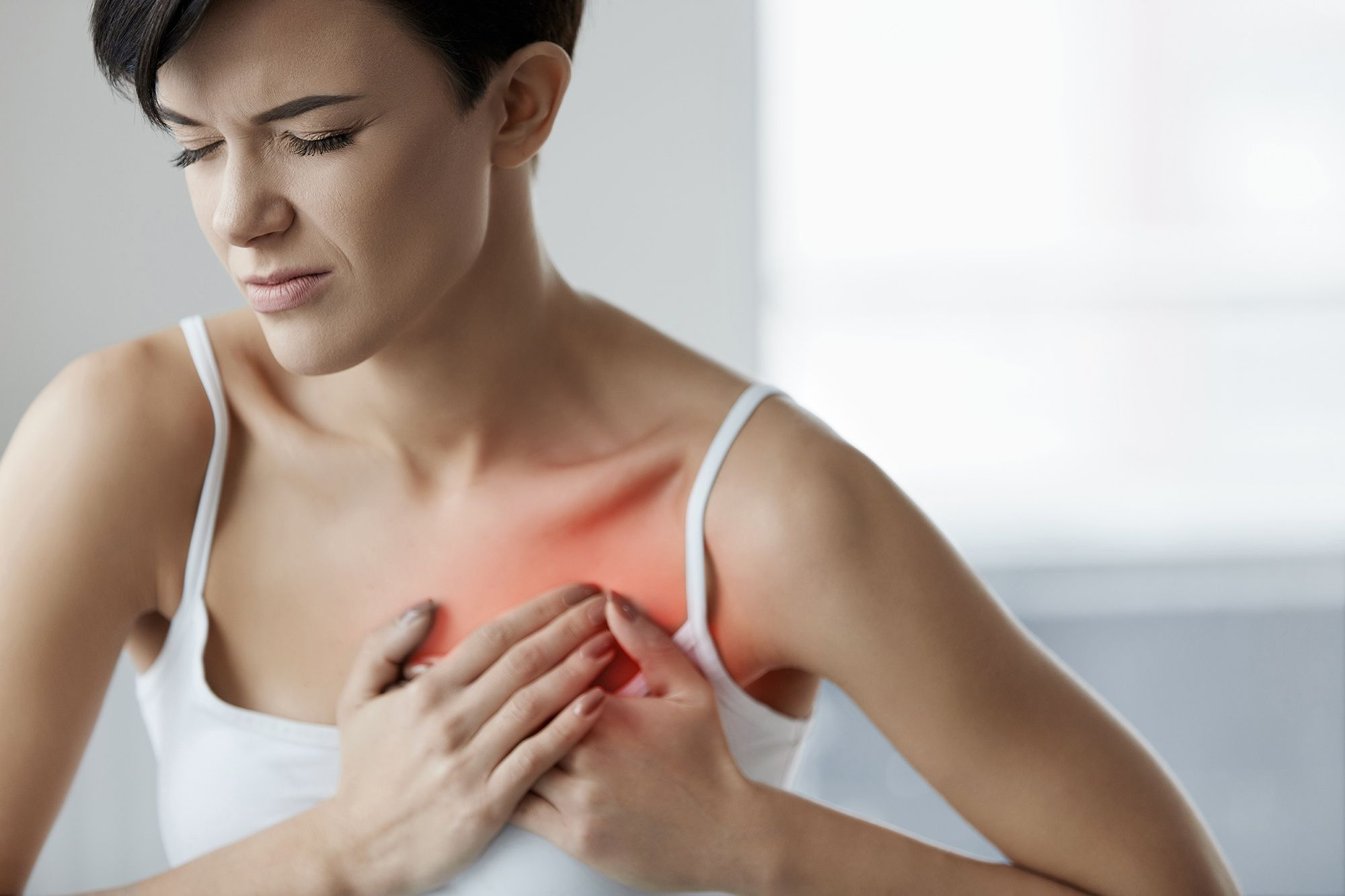 علائم حمله قلبی در زنان چیست؟ (این علائم را جدی بگیرید)